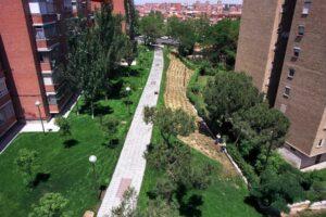 Paseo Pavimento de Celdas 52mm Rellenas de Grava, Parque Gomeznarro, Madrid